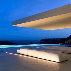 混凝土体量构成建筑之美——西班牙海滨城市Sardinera经典案例