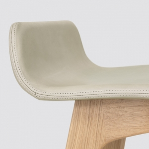 实木吧椅 Zeitraum Morph 覆墊吧台椅 中式胡桃木色