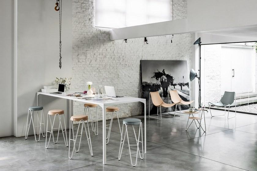 意大利设计吧凳 西班牙凳子吧椅 比阿特丽斯·塞姆佩雷W形V型圆凳